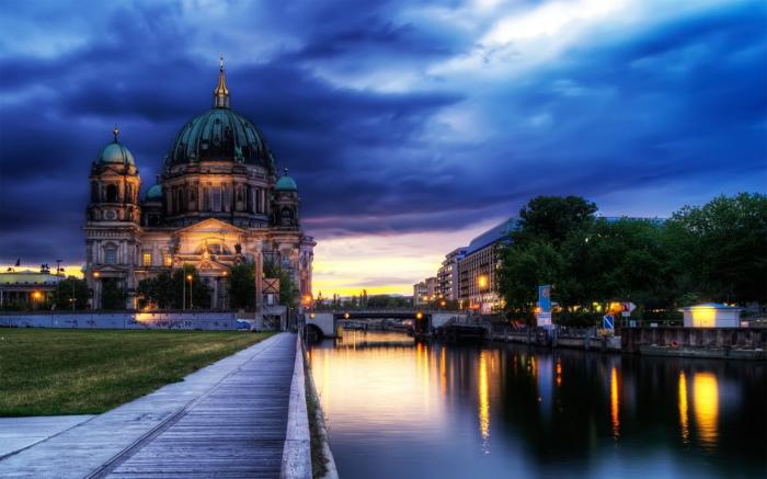 柏林 德国首都,他会引起人们对二战历史和之前冷战时期柏林墙隔开