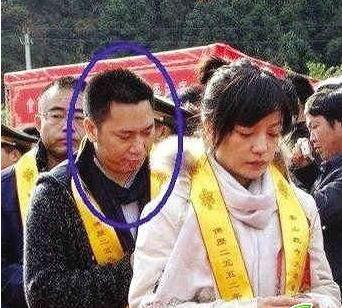 解密赵薇富豪老公黄有龙 曾当选 模范配偶 (图