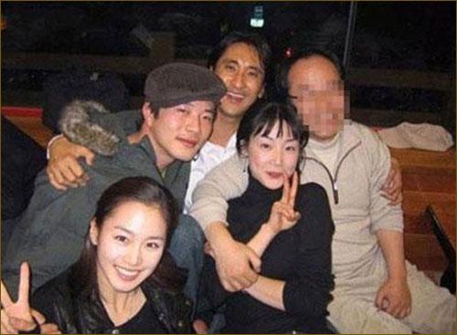 崔智友/《天国的阶梯》剧组聚餐旧照曝光金泰希女神崔智友大妈
