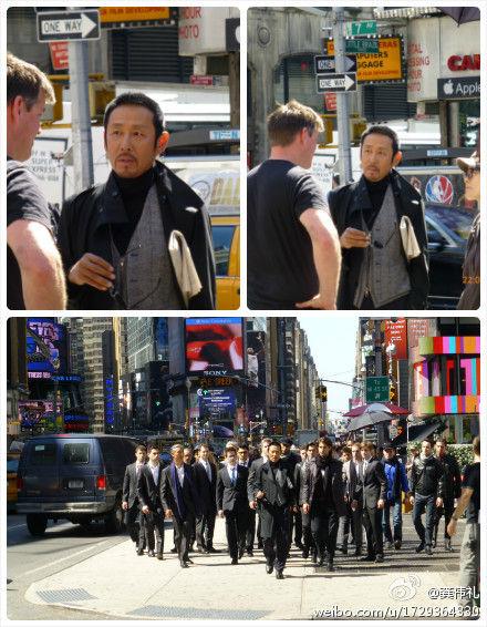 网友龚伟礼微博曝光纽约时代广场陈道明拍外景的图片