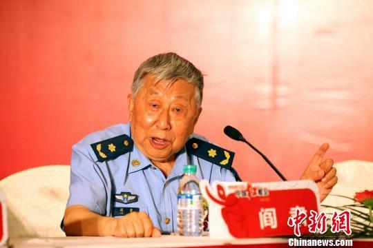 阎肃:中国红歌会以歌会友 没那么多猫腻(图)