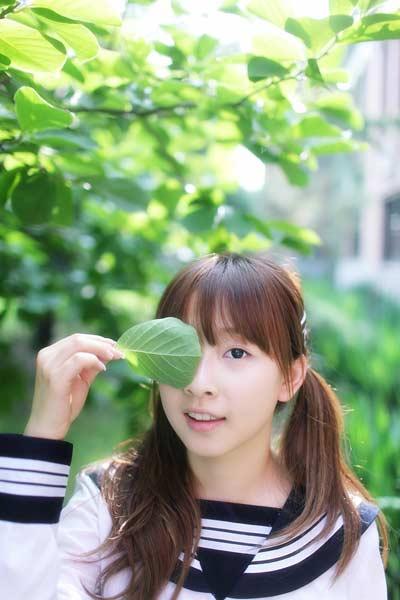 """素颜才女何曼婷推出最新单曲""""玩笑话"""""""