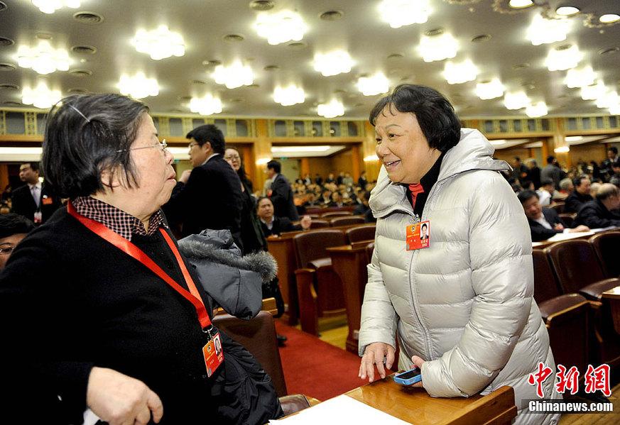 北京 邓小平/3月10日下午,全国政协十一届五次会议在北京人民大会堂举行第...