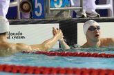 2012年全国游泳冠军赛暨伦敦奥运预选赛第六日争夺,最后一个比赛日,孙杨轻松地以14分42秒30夺取男子1500米自由泳金牌,本次比赛总计夺取四冠。张琳只以15分17秒97排在第六,郝运获得亚军。图为张琳与孙杨握手。