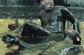 """黑泥浴 游客在四川省大英县""""死海""""景区黑泥池中浸泡。当日,在四川省大英县""""死海""""景区,游客将黑泥涂抹于身上,享受放松时光"""