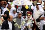 巴勒斯坦婚礼习俗 新郎新娘胸前挂钞票