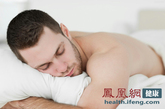 前列腺癌:大量饮酒使盆腔充血,从而使前列腺的压力增高,以及多吃红肉、作息不规律,熬夜等西方的生活方式也易增加前列腺癌的风险。