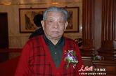 8341部队毛泽东主席警卫队队长陈长江向记者讲述毛主席晚年生活。(图片来源:人民网 文松辉 摄)