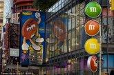 """.纽约市的美食导览(Food on Foot Tours)。""""世界上最有名的嗜食甜品者之旅""""是三个小时的带导游行程,包含了纽约市一些最优质的饼干、蛋糕和糖果店。"""