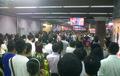 北京地铁大量乘客停驻足 聚集观看刘翔