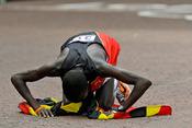 男子马拉松乌干达选手夺冠