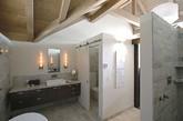 现代生活中卫生间不仅是方便、洗尽身上尘垢,放松身心的地方,也是调剂身心、放松神经的场所。因此无论在空间布置上,还是设备材料、色彩、灯光等设计方面,都不应忽视,使之发挥最佳效果。我们为你带来多款现代简约卫浴空间设计,一定有一款适合你的家。 (实习编辑卢雪花)