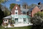 英国夫妇颠覆传统!老房子变身通透玻璃屋