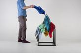 """收纳整齐的确很重要,但总是有那么一些人""""不乱不开心"""",太整洁反而不习惯,他们的生活注定脏乱差、毫无美感了嘛?设计师 Arash Eskafi 带来了 Berg,可以是小型衣柜、脏衣收纳筐或者是让衣服躺着的衣架,总之有了它,衣服随便往上一搭就行,一看还挺好看,真是一款""""懒人自有懒人福""""的设计啊。可能爱收拾的人一看还是要大皱眉头,只好安慰他们这是""""乱得有美感""""、使用 Berg 的人跟你不是一个世界观——噢,设计师肯定懂这个世界观。(实习编辑 谢微霄)"""