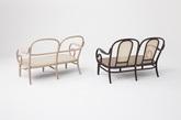 秋田木工株式会社是日本唯一一家专门从事曲木家具的制造工坊,设计工作室Nendo从其102年历史中选取最具代表性的经典作品加以重新设计,并由IDC大塚家具旗下品牌Edition Blue销售。这些重新设计的作品,通过细部上的修改,强调了曲木所具的独特魅力,保留了原作的显著特点,并且通过利用金属构件和卡具等手段来降低其制作成本。(实习编辑何丽晴)