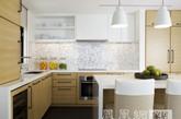 无论是在纽约市的一个阁楼或在英国的豪华住宅里,都可以通过对新鲜水果的摆设,给空间带来一份独特的视觉美感。通常它们需要的是一个可爱的水果碗或是一个较为完美的背景来强调它们的存在。水果作为诱人的内饰将给室内增添趣味,但在视觉效果上,平衡是关键!(实习编辑何丽晴)