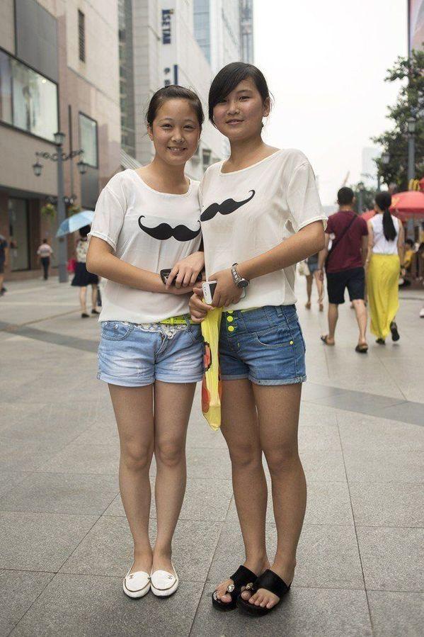 烈日下的重庆街拍美女 时尚频道
