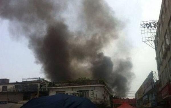 中午12点,白云区西槎路骐利广场对面一仓库发生爆炸,引发仓库大火,现场发现多具残骸,多人受伤,伤者已送往医院救治。火势已初步得到控制。事故原因正在调查中。目击者称数百米外都可看到浓烟,…
