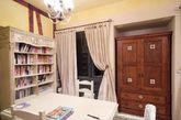 这间126平米的法式田园风格的三居室,最迷人的地方就在于手绘的沙发背景墙。公寓清新明丽的色调给人一种青春洋溢的感觉,再加上浪漫优雅的手绘突然,让人看着心情倍感舒适。(实习编辑李丹)