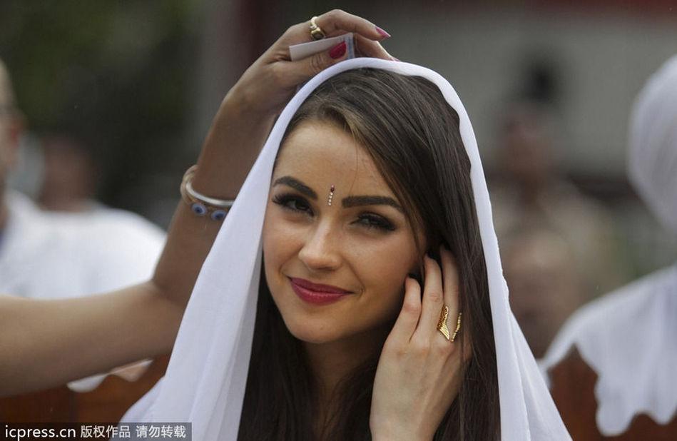 嫩模各地美女外国美女性感性感pk街拍女模
