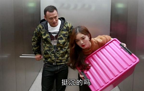 徐云龙电梯内搭讪美女
