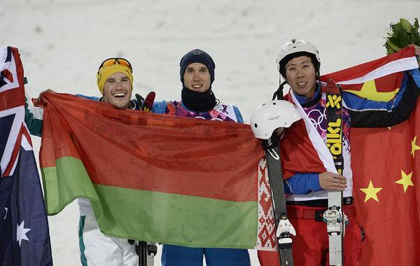北京时间2月18日凌晨,2014年索契冬奥会自由式滑雪男子空中技巧决赛在罗萨-胡特极限公园进行。贾宗洋和齐广璞在落地时都出现失误摔倒,贾宗洋最终获得一枚铜牌,齐广璞则排名第四。在齐广璞失误得到低分时,澳大利亚的莫里斯居然大笑出了声音。