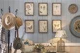 蝶舞墙景    春天在哪里?翩翩飞舞的昆虫装饰画,也成为家装产品设计师的灵感来源。当花团锦簇的感觉摆在桌上,蝴蝶飞舞的风景印在墙上,没有花园也仿佛把自然搬到了家中。    打造方法:除了铁艺、碎花等元素外,田园风格特有的做旧方式,也能将朴素进行到底,画框、小柜等木作的斑驳感觉,似乎是印上岁月的痕迹,在设计时值得一试。