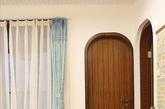 本案是个地中海婚房装修案例。设计师尽可能多的展示一些接近自然的东西。让现在生活在繁忙都市的年轻人能回到家得到彻底放松。(实习编辑李丹)