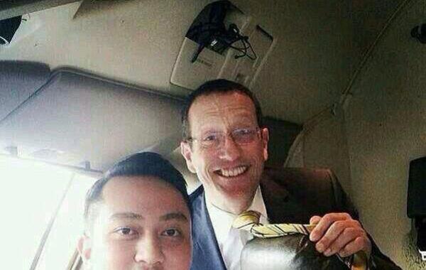 witter网友曝马航失联飞机机长,今年53岁,马来西亚籍,飞行时长为18365小时,1981年加入马航;副驾驶今年27岁,马来西亚籍,飞行时长2763小时,2007年加入马航。
