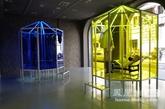坐落在Durini大街的Cassina今年的店面相当惊艳,橱窗的展示设计的灵感来源于旋转木马与太阳伞的八角形,丰富多彩的安装,结合家具Cassina和时尚Louis Vuitton,来补发纪念Charlotte Perriand这个伟大的传奇遭遇了当代艺术。
