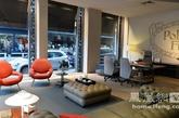 """今年Durini大街的店面创意虽不及去年的部落文化主题创意鲜明有特色,但产品发展稳健.主题设计为""""景观办公室"""",是指备受瞩目的世界级办公空间,通过多角度思考调整出的解决方案,Poltrona Frau的办公空间理念作为个人,热情,开放的和可变的地方,能够创造共享和交换。最值推荐!"""