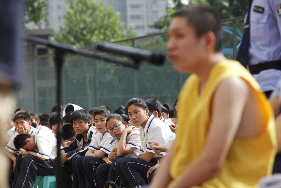【转】大学生抢小学生171元获刑10年 校园内宣判 - 龙潭客 - 依山小筑