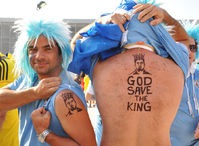 凤凰直击乌拉圭球迷力挺苏神