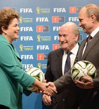 普京罗塞夫出席世界杯交接仪式