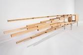 Ebastian Errazuriz 的第一场个人展览于2014年9月6日在卡内基艺术博物馆举办。他向人们展示了由大理石,玻璃和不锈钢制作而成的爆炸式橱柜。当橱柜闭合时,像一个木制书柜一样站立在那里,透明的侧板让人们可以清晰地看见内部的有趣装置。展会策展人rachel delphia 描述这件作品是一个很美,令人吃惊的复杂作品,并可以显示出橱柜制作者好玩的本性。(实习编辑:温存)