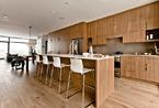 温润地板加上温暖地毯 全木主题舒适公寓设计欣赏
