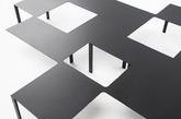 """桌子、椅子、置物架,这些办公室里的基本家具元素在 nendo 手里有了新变化。他们为日本办公用品品牌 KOKUYO 设计了一系列工作场所使用的家具,以哑光黑铁为材料,将不同家具组合在一起或进行改变,比如书架的一层延伸出来成为桌面、办公桌把人""""包围""""起来等等。在办公环境更多元化的时候,nendo 让家具也打破传统,探索着未来办公空间的可能性。(实习编辑:辛莉惠)"""