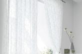 清新桌布。厌倦了桌子的单调感,加上一方清新的桌布,便能为居室换上一袭新装。雅致的蕾丝桌布,独享着纯净的日式清新之风,让生活在一成不变中找到突破。