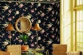 田园壁纸。漫溢着宁静优雅的碎花壁纸,使居室变得十分温馨。配合上田园风格的家具,让居室诠释灵性,恰到好处的壁纸透射出主人的生活品位。
