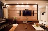 客厅是一个家的中心,一家人坐在一起看电视,自然电视就变成了整个客厅的中心,那么一面美观大方、个性时尚的电视背景墙当然必不可少了。(实习编辑:刘宁馨)