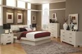 人的一生几乎有一半的时间都是会在卧室里度过,所以设计一个让自己舒适的卧室是非常重要的。卧室的主要功能是睡觉,因此,一个安静简洁的环境更适合卧室的设计要求。无论是温和的暖色还是平稳的中性色,都能更好地助您入眠。(实习编辑:陈尚琪)