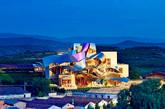 """西班牙 阿拉瓦瑞格尔侯爵酒庄酒店   这家坐落在西班牙巴斯克地区的阿拉瓦葡萄酒产区中心的酒店是由世界著名建筑师弗兰克·盖里设计的,同时他也创造了布拉格的跳舞的楼房和毕尔巴鄂的古根海姆博物馆。该酒店设计是为了反映出一个酒瓶和藤蔓的形象。""""(实习编辑:周芝)"""
