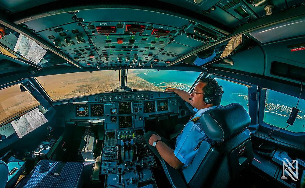 透过飞机驾驶舱看世界