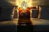 铁艺台灯,也是在网上淘的,贴合东南亚风格。