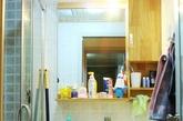 卫生间也是不大不小,约3.5平米。