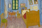 第三版:墙上的画像则是梵高自画像和一位年轻女人,整体墙壁的蓝色则变得强烈。(实习编辑:周芝)
