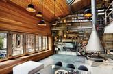 工业风有几项元素是你一定要认识的,铁件 (特别是黑铁)、水泥、回收旧木,基本上空间里只要出现这 3 样元素,你想打造的风格大概方向就准确了。 来自土耳其的设计公司 Ofist 在伊斯坦布尔设计的挑高跃层公寓中,即大量地使用的上述的几项元素,也许你自己的空间可能没有大面积或是挑高格局,但是别担心,风格不在于面积,而是在于元素,只要抓对重点,你喜欢的风格就离你不远了。(实习编辑:谭婉仪)