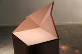 阿联酋设计师Aljoud Lootah推出了一组创意几何家具,与其说是家具不如说是线条的艺术品。(实习编辑:谭婉仪)