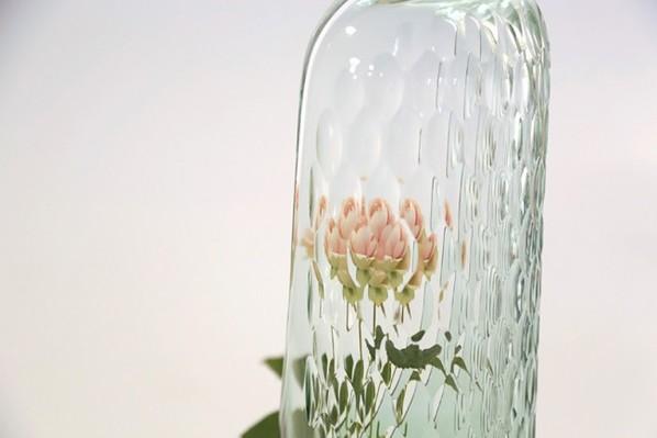 万花筒花瓶:透过花瓶看鲜花的千姿百态