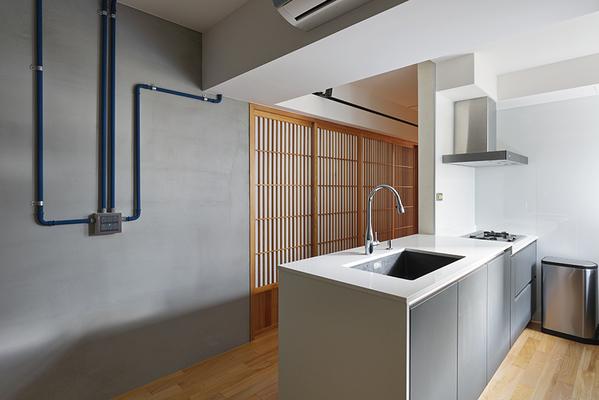 日式风格玩转色彩!30年老屋变身混搭风格公寓
